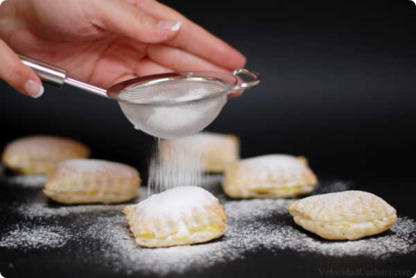 Espolvoreando con azucar glass